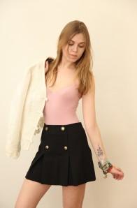 Лена: жакет Ralph Lauren, юбка Frankie Morello, боди Wolford, браслеты MasterPeace.